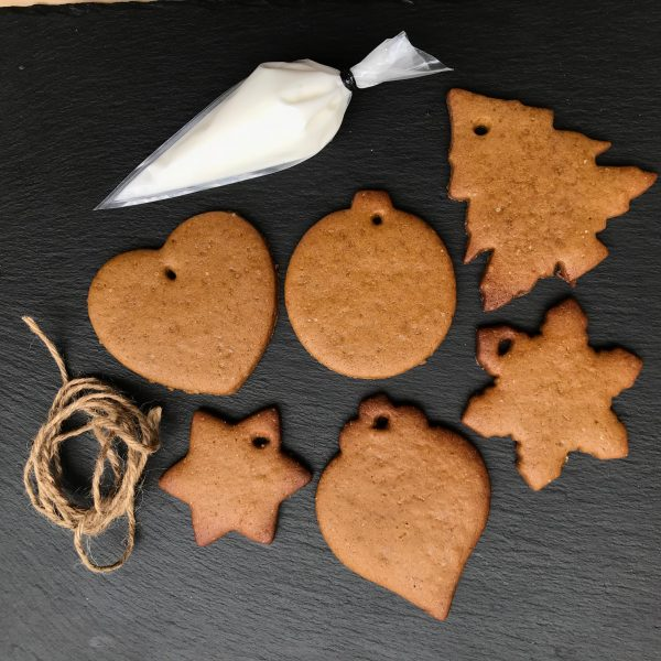 Xmas Biscuit Bauble hanging kit
